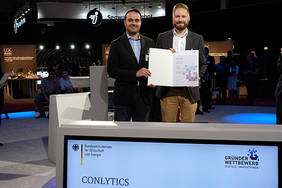 Die Conlyttics-Gründer freuen sich über die Auszeichnung: Michael Kröger (links), kaufmännischer Leiter, und Geschäftsführer Cornelius Ludmann. Foto: VDI/VDE Innovation + Technik GmbH