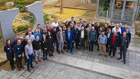 """Die Projektmitglieder beim Auftakt des Projekts """"Knowledge4Retail"""" auf dem Campus der Universität Bremen. Quelle: team neusta GmbH"""