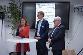 Finanzsenatorin Karoline Linnert, Digitalisierungs-Abteilungsleiter Martin Hagen und der für Digitalisierung zuständige Staatsrat Henning Lühr (von links) bei der Eröffnung. Foto: Pressereferat, Die Senatorin für Finanzen