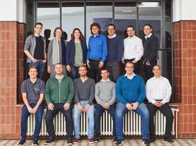 Die Mitarbeiterinnen und Mitarbeiter von 12systems mit Dustin Wiemann, dem Geschäftsführenden Gesellschafter (zweite Reihe Mitte). Foto: 12systems