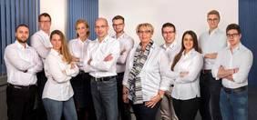 Geschäftsführer Haye Hösel (1. R., 3 v.l.) und sein Team. Foto: Hubit