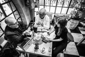Koordination von CLOSEUP Bremen (v.l.n.r.): Kai Stührenberg (Referatsleiter Innovation, Digitalisierung und neue Themen, SWAH), Thomas Schäffer (Geschäftsführer, nordmedia), Laura Byell (Volontärin, nordmedia) Foto: Benjamin Eichler