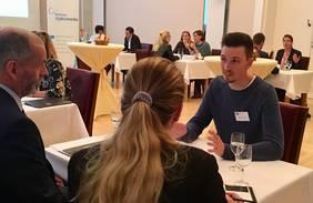 """Austausch hoch 11: Beim Business-Speeddating beraten Digitalexperten zu Fragen rund um das Thema """"Das digitale Büro""""; Foto: bremen digitalmedia"""
