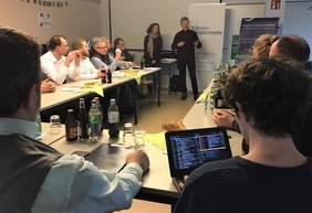 Foto: Ulli Barde, Vorstand des Sportgarten e.V., stellt die Arbeit des P5 vor. Quelle: bremen digitalmedia