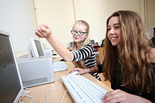 """Die stärkere Ansprache von Mädchen steht oft besonders im Fokus der """"MINT-Schulen"""", wie hier an der Gerhard-Rohlfs-Oberschule. Foto: Nordmetall/Alexander Spiering"""