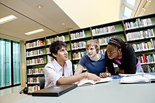 Rund 10 Prozent der Jacobs-Absolventen bleiben nach dem Abschluss in Bremen. Foto: Jacobs University