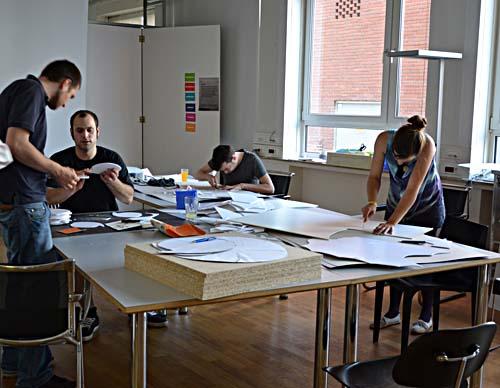 Stipendiaten des ersten Jahrgangs bei der Arbeit. Foto: WFB