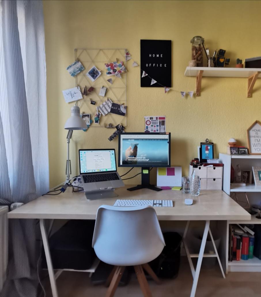 Ein Blick ins HomeOffice von Julia. Quelle: Julia Makowski