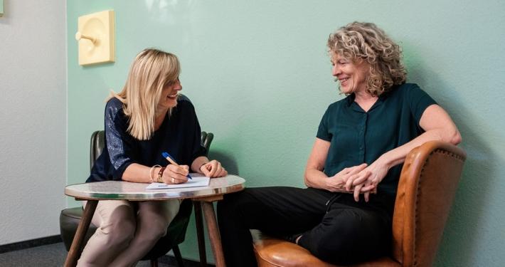 Die cbm Geschäftsführerinnen Katrin Querfeld und Carola Sass (v.l.n.r.). Quelle: cbm GmbH