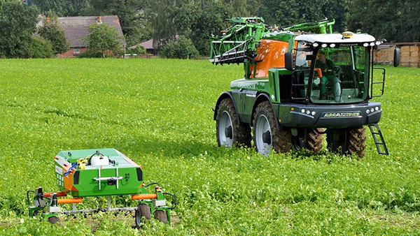 Traktor auf Feld Quelle: Hochschule Osnabrück