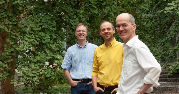 Prof. Horst Hahn (rechts) mit den stellvertretenden Institutsleitern Prof. Tobias Preusser (mitte) und Prof. Matthias Günther (links). Foto: Fraunhofer MEVIS