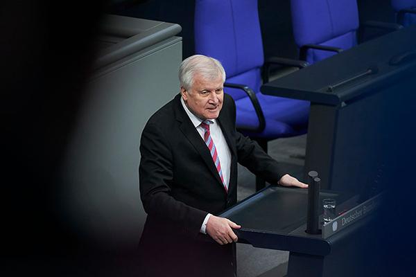 Bundesinnenminister Horst Seehofer redet im Deutschen Bundestag. Quelle: Henning Schacht